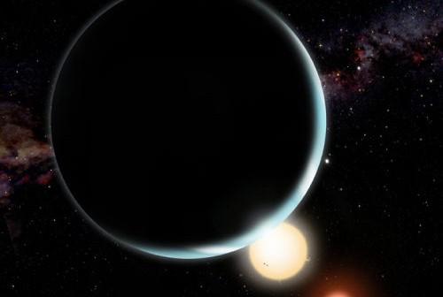 Wizja artystyczna planety Kepler-16b orbitującej wokół układu podwójnego gwiazd typu K oraz typu (M David A. Aguilar / CfA)