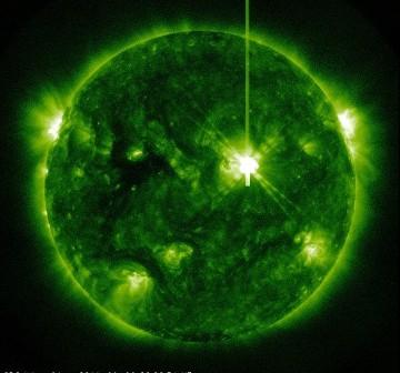 Sześć minut po fazie maksymalnej rozbłysku / Credits - NASA, SDO