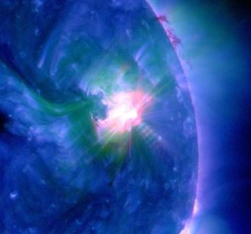 Godzina 08:25 CEST - ujęcie na grupę 1283, tuż po fazie maksymalnej rozbłysku opisanego w tym artykule / Credits - NASA, SDO