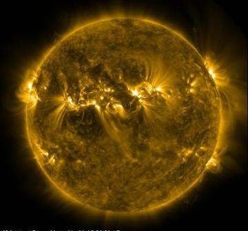 Wygląd Słońca 26 września 2011 roku, tuż przed godziną 08:00 CEST i kolejnym rozbłyskiem klasy M / Credits - NASA, SDO