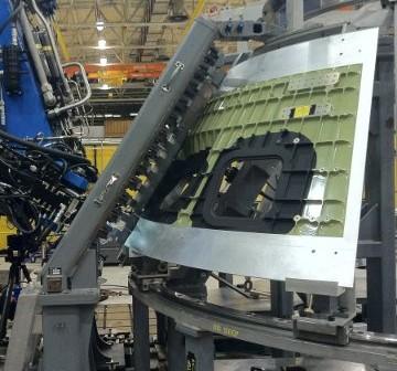 Prace przy pierwszym orbitalnym egzemplarzu MPCV Orion / Credits - NASA