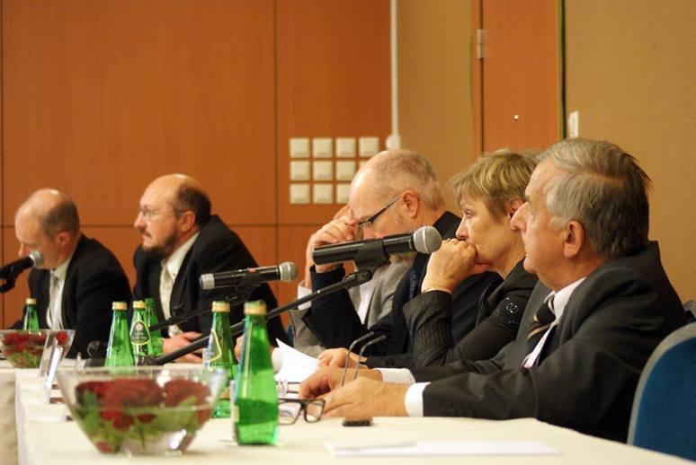 Trzeciemu panelowi, Space Weather and NEO: Existing infrastructure and Services, przewodniczył prof. Zbigniew Kłos z CBK PAN / Credits: Kosmonauta.net