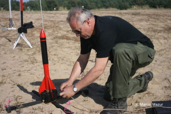 Krzysztof Ścigalski z jedną ze swoich rakiet (Marcin Mazur)
