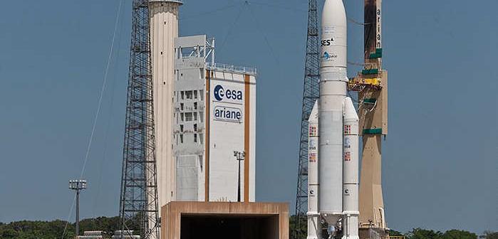 Wytaczanie rakiety Ariane 5 / Credits: Arianespace