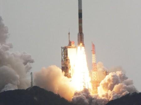 Start rakiety H-IIA z satelitą wywiadu IGS R-2 (NARITA Masahiro)