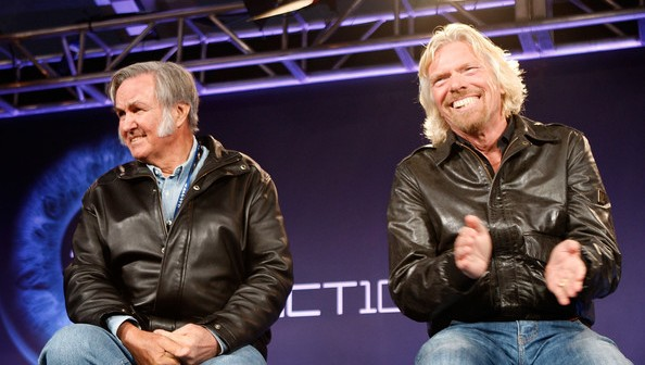 Od lewej: Burt Rutan – konstruktor, Richard Branson – założyciel Virgin Galactic / Źródło: Virgin Galactic
