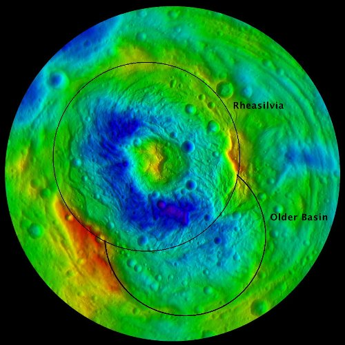 Kolorowa wersja mapy topograficznej, prezentująca krater Rheasilvia oraz starszą depresję / Credits - NASA/JPL-Caltech/ UCLA/MPS/DLR/IDA