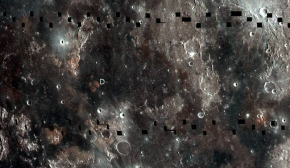 Obszary (czerwone miejsca), w których zaobserwowano więcej tytanu - mozaika obejmuje obszar 1000 km. Są to tereny widoczne z Ziemi / Credits - NASA/GSFC/Arizona State University