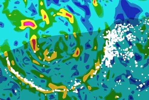 Mapa anomalii grawitacyjnych w miejscu impaktu meteorytu na półwyspie Jukatan. Czerwone i żółte obszary odpowiadają zwiększonej grawitacji, zielone i niebieskie – mniejszej. Białe kropki to cenoty, naturalne studnie krasowe. Najnowsze badania wskazują na to, że meteoryt nie był związany z rodziną Baptistiny. Credits: Wikipedia
