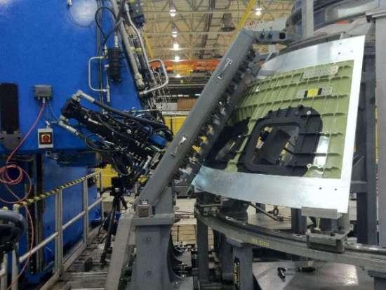 Spawanie elementów konstrukcyjnych pierwszego Oriona / Credits: NASA