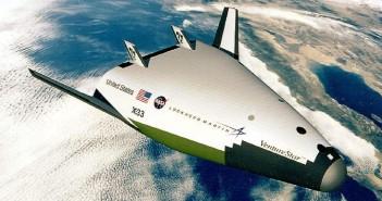 X-33 Venture Star miał być nastepcą wahadłowca Kosmicznego. Budowa anulowana - nie udało się przed laty wyprodukowac odpowiednio lekkich zbiorników paliwowych. Wizja artysty / Credit - NASA