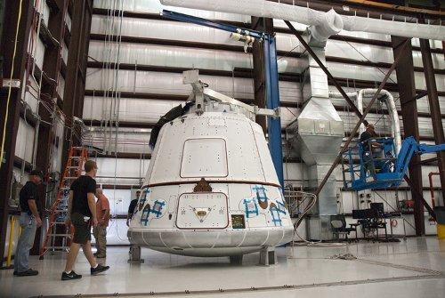 Kapsuła Dragon dostarczona do KSC - 23 października 2011 / Credits - NASA, Charisse Nahser