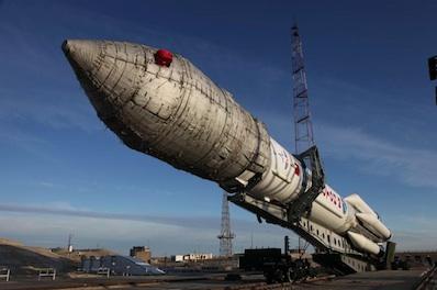 Wytaczanie Protona z satelitami GLONASS Kosmos-2475, 2476 i 2477 / Credits: Roskosmos