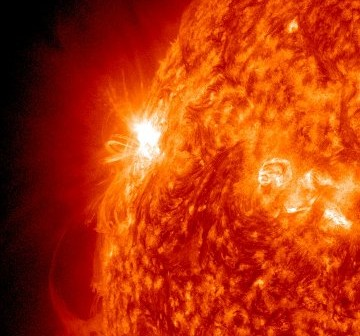 Rozbłysk M4.3 z 02.11.2011 - 12 minut po fazie maksymalnej rozbłysku / Credits - NASA, SDO