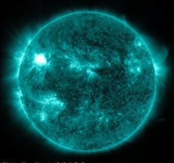 Godzina 04:42 CET - siedem minut po fazie całkowitego rozbłysku M3.7 / Credits - NASA, SDO