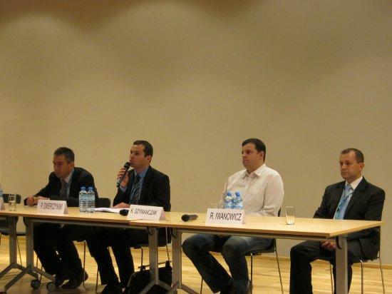 Przedstawiciele firm dzielą się doświadczeniami ze stosowania technologii satelitarnych / Credits: Kosmonauta.net