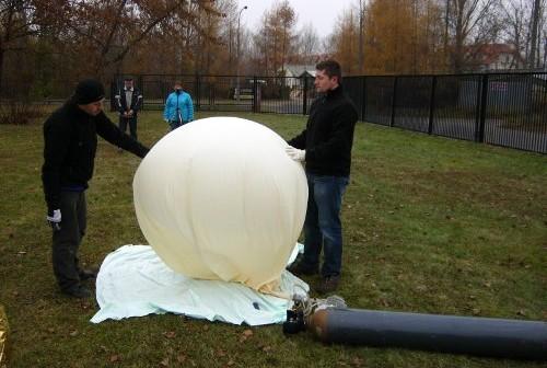 Godzina 10:45 CET - pompowanie balonu / Credits - Adam Piech