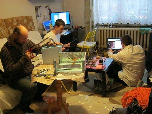 18 listopada 2011 - przygotowywanie sprzętu do startu. Na pierwszym planie - przygotowywanie izolacji / Credits - Ela Zocłońska