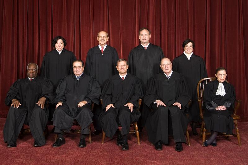 Skład Sądu Najwyższego USA, 8 października 2010. Od góry, od lewej: Sonia Sotomayor, Stephen Breyer, Samuel Alito, Elena Kagan, Clarence Thomas, Antonin Scalia, John Roberts, Anthony Kennedy, Ruth Bader Ginsburg.