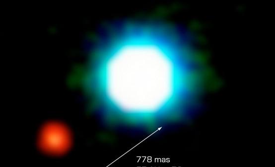 Zdjęcie z NACO z 2004 roku – brązowy karzeł 2M1207 wraz ze swoją planetą / Credit - ESO