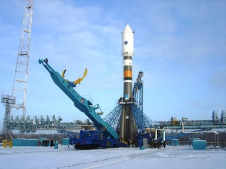 Rakieta Sojuz-2.1a podczas przygotowań do startu w lutym 2011 r.