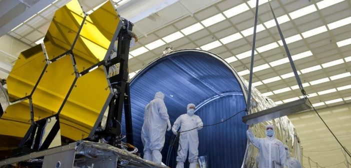 Zwierciadła teleskopu JWST w trakcie przygotowań do testó kriogenicznych / Credits: NASA