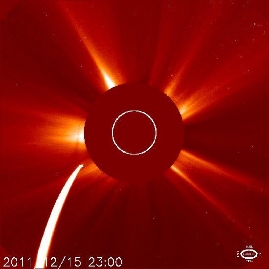 Godzina 00:00 CET - pozycja komety C/2011 W3 / Credits - NASA, ESA, SOHO