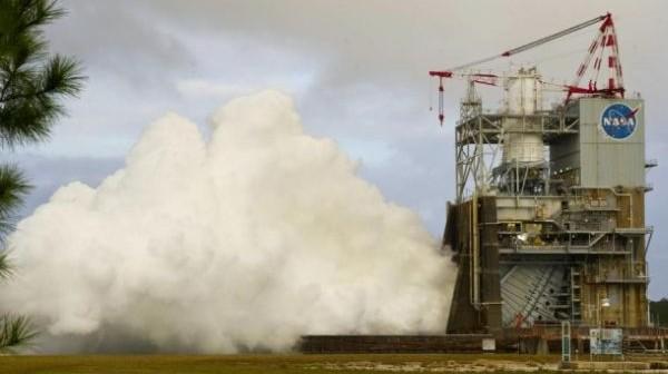 Ostatni test silnika J-2X w 2011 roku, przeprowadzony 14 grudnia / Credits: NASA/SSC