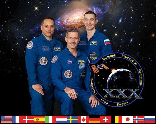 Obecna załoga ISS. Od lewej: Szkaplerow, Burbank, Iwaniszyn (NASA)