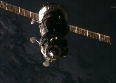 Sojuz w odległości około 40 metrów / Credits: NASA