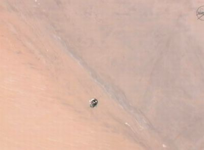 Sojuz TMA-03M podchodzący do Stacji ISS, poniżej zachodnia Sahara / Credits: NASA