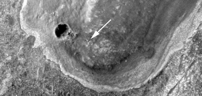 Opportunity sfotografowany przez sondę MRO. Łazik znajduje się w pobliżu krateru Endeavour na płaskowyżu Cape York, 10 września 2011 / Credits: NASA