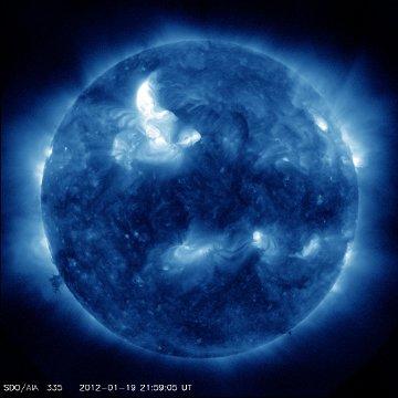 Godzina 23:00 CET - efekty rozbłysku nadal widoczne / Credits - NASA, SDO,