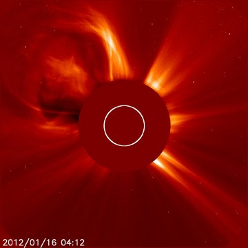 Koronalny wyrzut masy związany z rozbłyskiem z 16 stycznia 2012 / Credits - NASA, ESA, SOHO