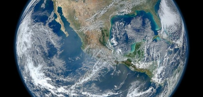 Ziemia sfotografowana przez przyrząd VIIRS, w trakcie 4 okrążeń 4 stycznia 2012 roku / Credits: NASA-NOAA