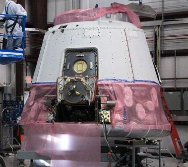 Kapsuła Dragon (SpaceX) przygotowywana do lotu COTS Demo 2/3 planowanego w lutym 2012 r. / Źródło: SpaceX