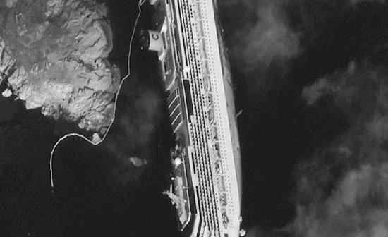 Zbliżenie na wrak Costa Concordia / Credits - Digital Globe