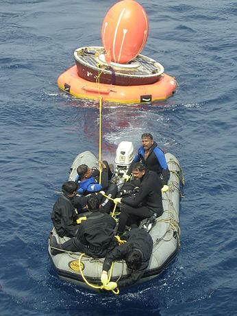 Eksperymentalna kapsuła powrotna SRE-1 po wodowaniu w 2007 roku / Źródło: ISRO