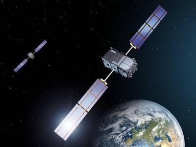 Wizja artystyczna dwóch pierwszych satelitów Galileo na orbicie / Credits: ESA - P. Carril