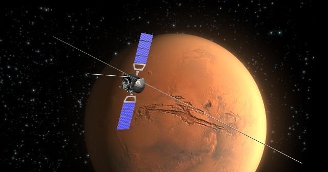 Sonda Mars Express z rozłożonym przyrządem MARSIS / Credits: ESA