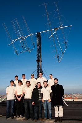 Zespół Masata-1 przy stacji naziemnej w Budapeszcie / Credits - Dávid Czifra, Masat-1