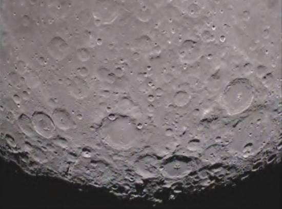 Zdjęcie obszaru południowego bieguna Księżyca wykonane przez sondę Ebb / Credits: NASA/Caltech-JPL