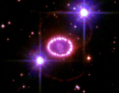 Najbliższe otoczenie supernowej SN 1987A okiem teleskopu Hubble. Zdjęcie z 2006 roku / Credits - NASA, ESA, P. Challis and R. Kirshner (Harvard-Smithsonian Center for Astrophysics)