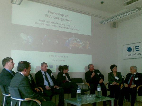 Roundtable discussion / Credits - K. Kanawka