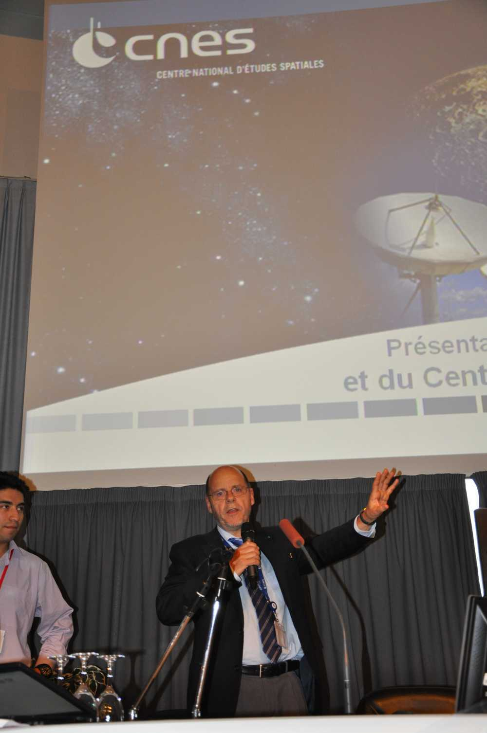 Bernard Cabrieres, Dyrektor Operacyjny CNES podczas prezentacji/Credits: Jarosław Jaworski