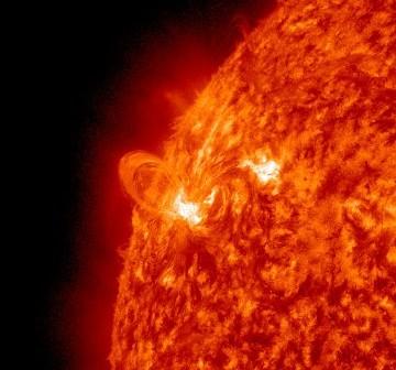 Grupa 1429 w momencie fazy maksymalnej rozbłysku klasy M2.0 / Credits - NASA, SDO