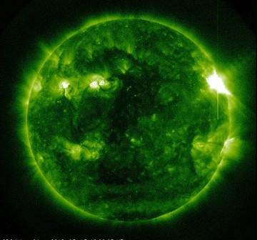 Rozbłysk klasy M7.9 - 13.03.2012 / Credits - NASA, SDO