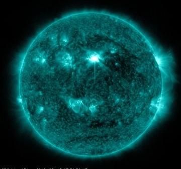 Rozbłysk klasy M1.8 - 15.03.2012 / Credits - SDO, NASA