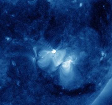Rozbłysk klasy M1.3 z 17 marca 2012 - 20 minut po fazie maksymalnej / Credits - NASA, SDO