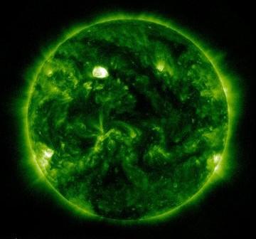 Aktualny widok na Słońce. Grupa 1445 znajduje się przy zachodnim (lewym) brzegu tarczy słonecznej / Credits - NASA, SDO